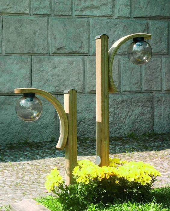 Lampa ogrodowa z łukiem